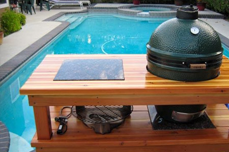 swimming pool and patio, big green egg